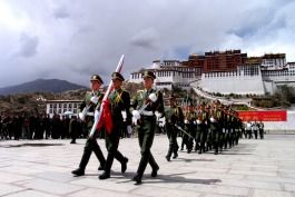 Chinese military demonstration in Lhasa