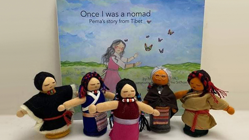 An illustrated story book for children with puppets for 4-9 years old
